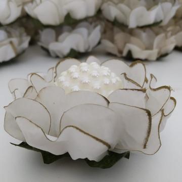 Forma em tecido Gérbera com borda dourada