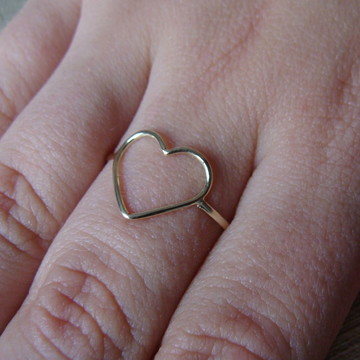 Anel de Ouro 18k Coração Vazado Médio