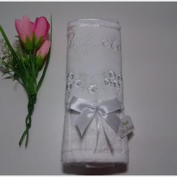 Lembrança de batizado luxo toalha bordada
