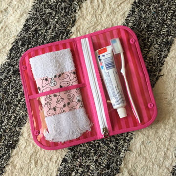Kit Higiene Bucal -Necessaire p/ escova de dentes com toalha