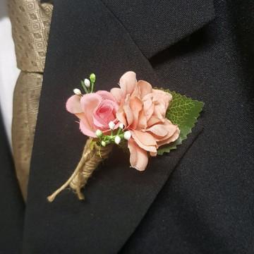 lapela noivo com botão rosa Pêssego e mini botão coral