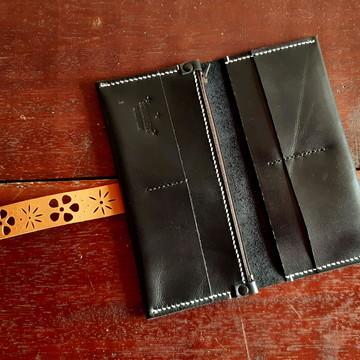 carteira feminina artesanal em couro preto