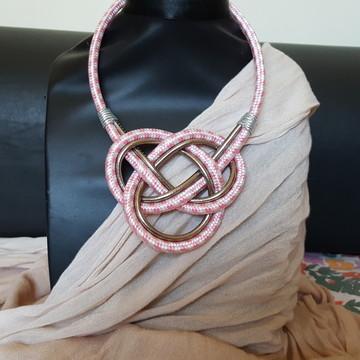 Maxi colar de cordas rosa