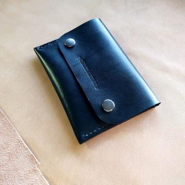 Carteira artesanal em couro preto