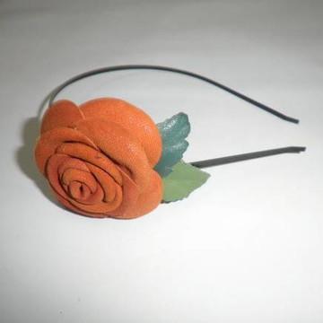 Tiara de flor de couro