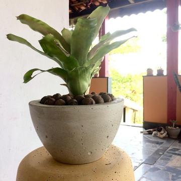 vaso cachepô de concreto cuia M