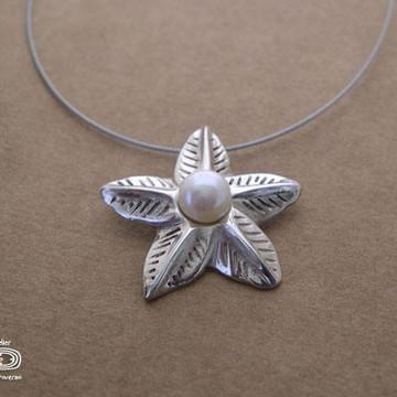 Pingente Flor de prata e pérola