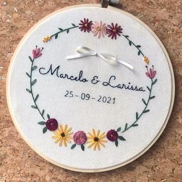Bastidor bordado porta aliança personalizado em 20 cm