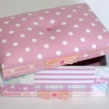 Caixa com tecido poá rosa