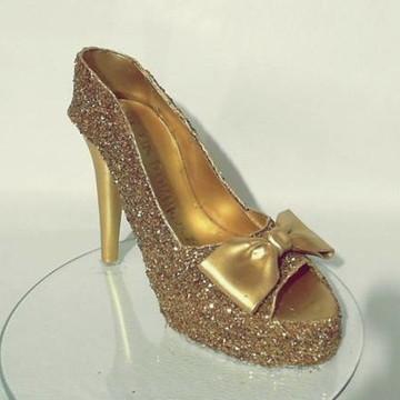 30802f426e1 Sapato dourado cinderela