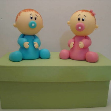 Casal de gêmeos em biscuit