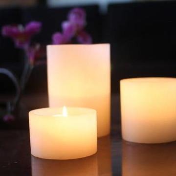 Conjunto luminária com vela interna.