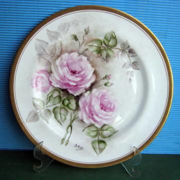 Pintura de rosas sobre porcelana