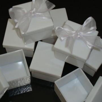 Caixa decorada com fita organza