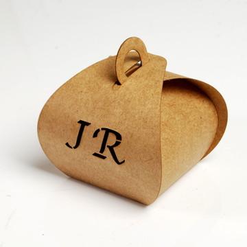 Caixa para bem casados com iniciais