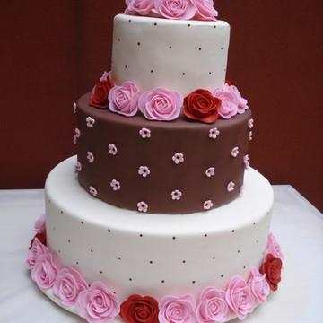 bolo casamento com rosas