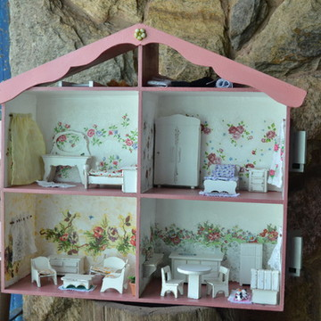 Casa de bonecas rosa-claro