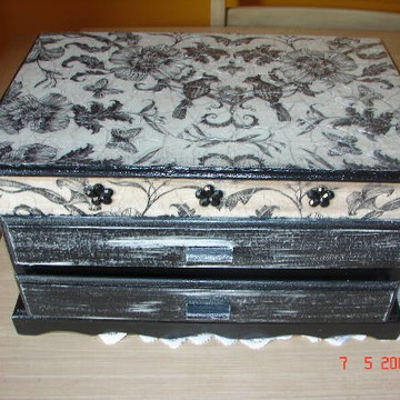 Caixa para jóias preta e branca