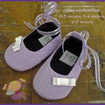 Sapatinho lilás poá branco