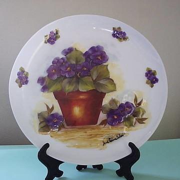 prato vaso de violetas.