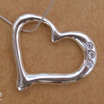 Pingente coração de prata com zircônia