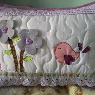 almofada em patchwork pássaro e flores
