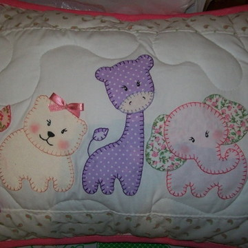 almofada em patchwork safari rosa