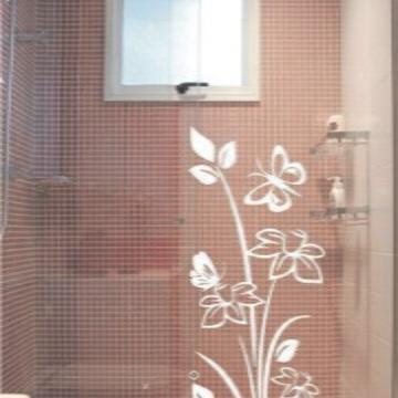 d3b7589f05 Adesivo para box de banheiro modelo arabesco com borboletas