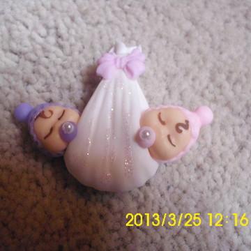 lembrança de gêmeas bebê cegonha