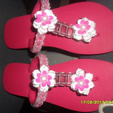 Chinelo decorado c/ strass e pedrarias