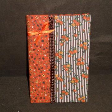 Caderno encapado com tecido.