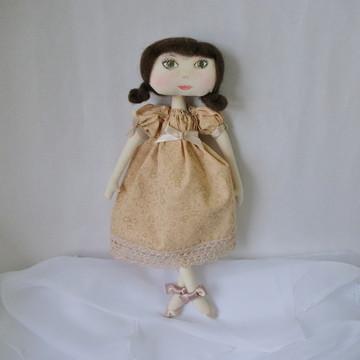 Boneca com cabelo em lã penteada