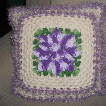 capa de almofada com flor lilas