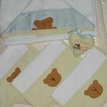 Kit toalha banho bebê e 3 babinhas
