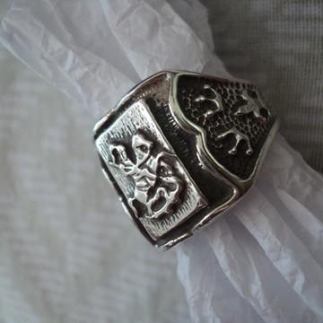 Anel São Jorge em prata com detalhes...