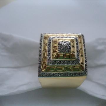 Anel Pirâmide em prata com banho de ouro