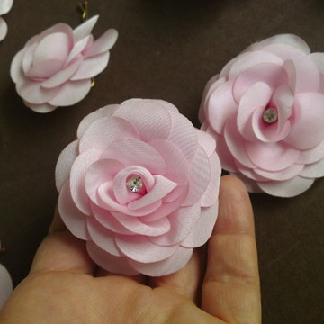 Flor pequena com strass (5cm)