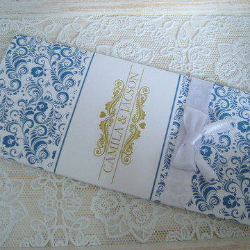Convite floral dourado com azul