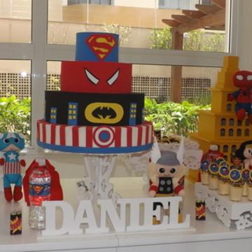 Aluguel Mesa Provençal Super Heróis