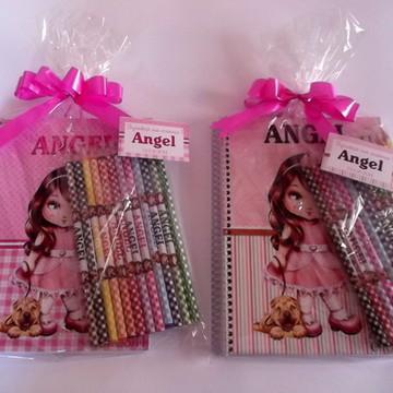 Caderno Personalizado com lápis de cor