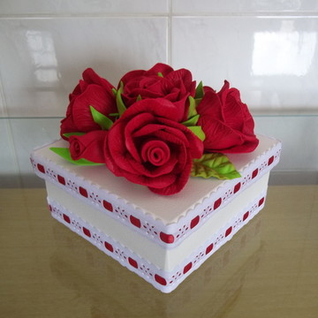 Caixa em Mdf Decorada com Flores em Eva