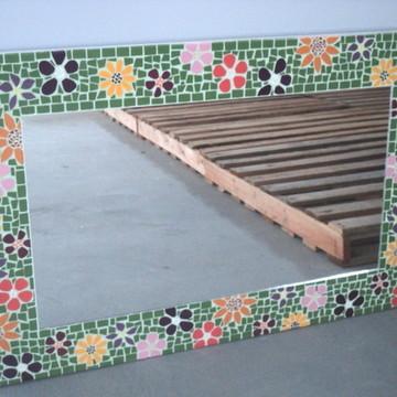 Espelho mosaico floral fundo verde