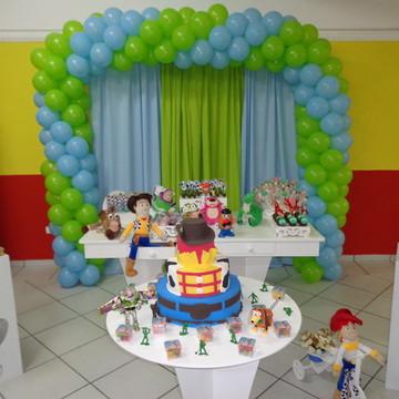 Aluguel Mesa Provençal Toy Store