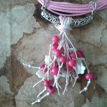 Colar rosa com açai e madrepérolas