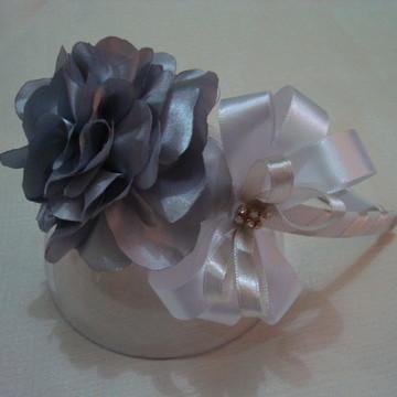 Tiara flor prata com laço