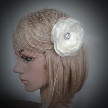 Voilette noiva com flor branca ou off-white