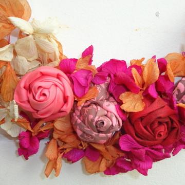 Guirlanda pequena com rosas.