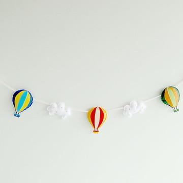Varal de Balões Colors entre Nuvens