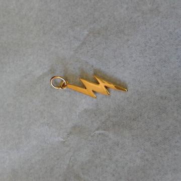 pingente Raio de Oyá prata banhado ouro