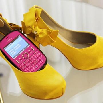 Sapato Cetim Amarelo laço estrela strass